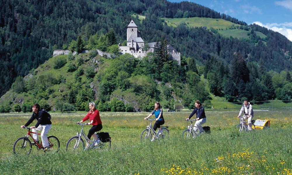 A cavallo o in bicicletta attraverso la natura spettacolare della Val Ridanna